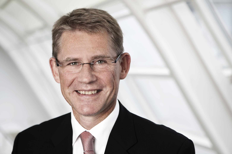 Ларс Ребьен Сёренсен (Lars Rebien Sørensen).