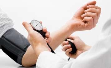 Измерение кровяного давления.